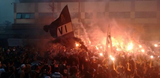 Gaviões da Fiel organizou novo protesto na frente da sede da FPF