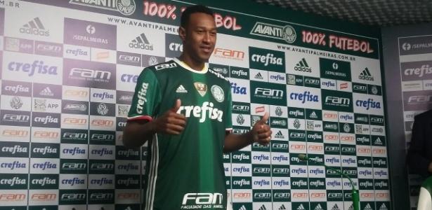 """""""Convencido"""" por Cuca, Fabrício se apresentou nesta segunda-feira - Diego Salgado/UOL Esporte"""