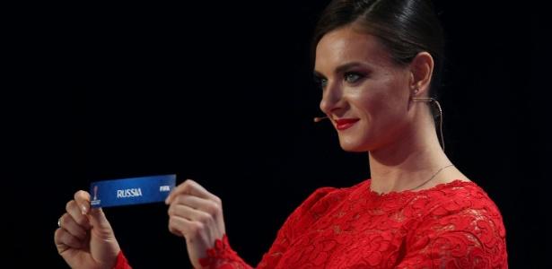 Yelena Isinbayeva participou do sorteio dos grupos da competição - AFP / Roman Kruchinin