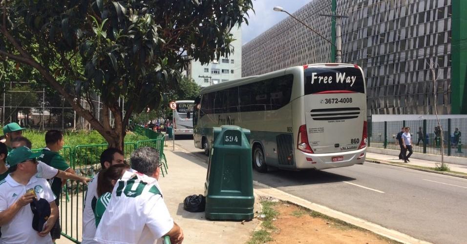 Ônibus com convidados e parentes dos jogadores