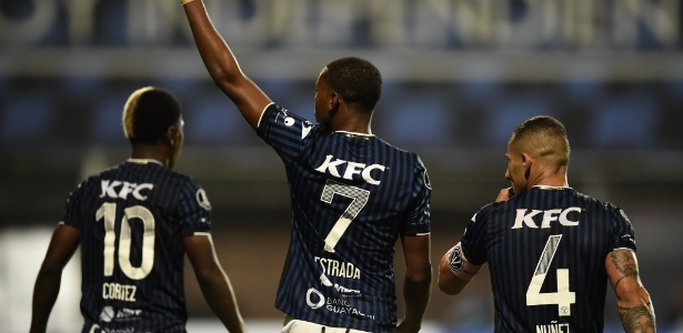 Michael Estrada (7) e Gabriel Cortez (10) marcaram os gols da classificação