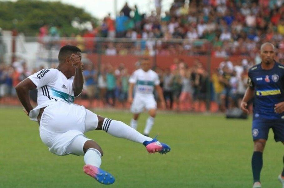 Cianorte e Coritiba se enfrentam na estreia do Paranaense