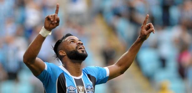 Meia-atacante não aceitou proposta para reduzir salário e deixará o Grêmio