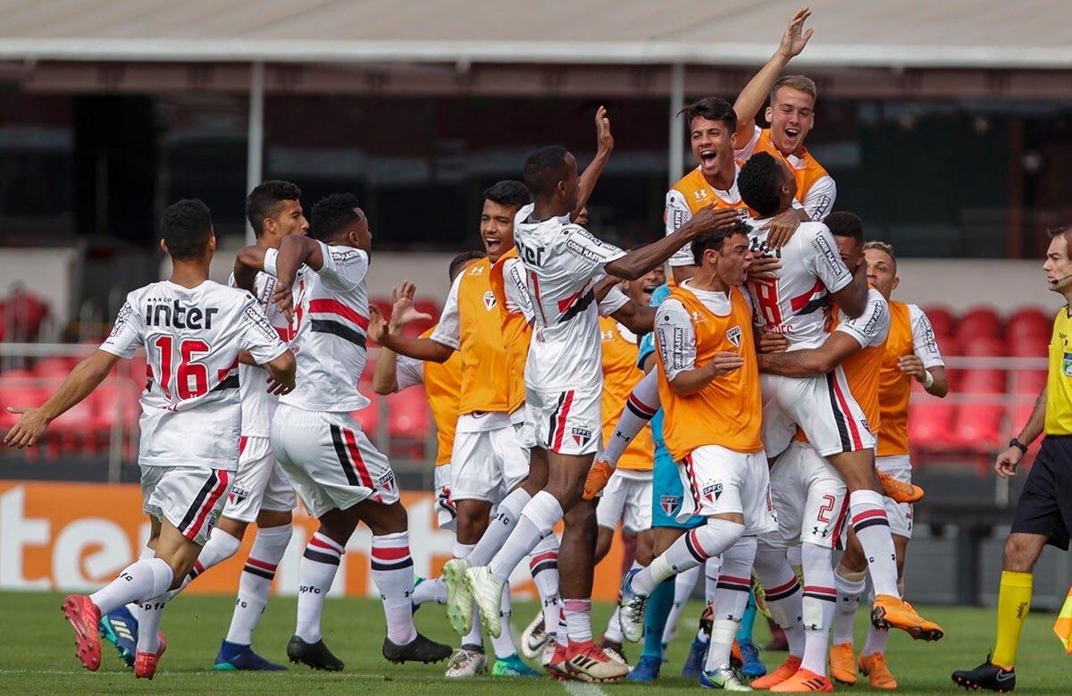 7c5a43110c6 São Paulo atropela Corinthians e conquista tri na Copa do Brasil Sub-20 -  02 06 2018 - UOL Esporte