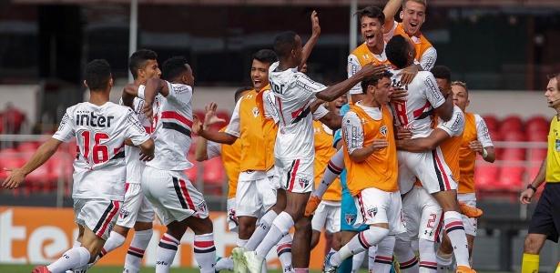 020ef3ca4e São Paulo atropela Corinthians e conquista tri na Copa do Brasil Sub ...