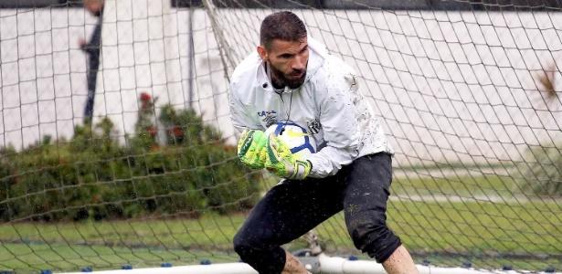 Vanderlei em ação em treino do Santos; goleiro interessa ao São Paulo - Pedro Ernesto Guerra Azevedo/Santos FC