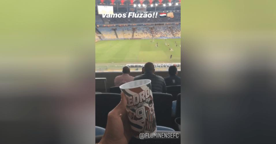 Lesionado, atacante Pedro vai ao Maracanã e vê jogo entre Fluminense e Vitória