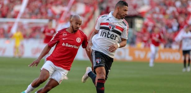Bruno Peres em ação pelo São Paulo durante jogo contra o Internacional - Jeferson Guareze/AGIF