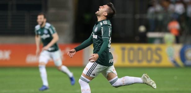 Victor Luís comemora gol do Palmeiras contra o Santos