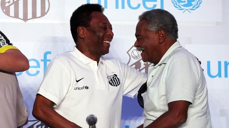 Pelé e Coutinho sorriem em evento do Santos - Pedro Ernesto Guerra Azevedo/Divulgação SantosFC