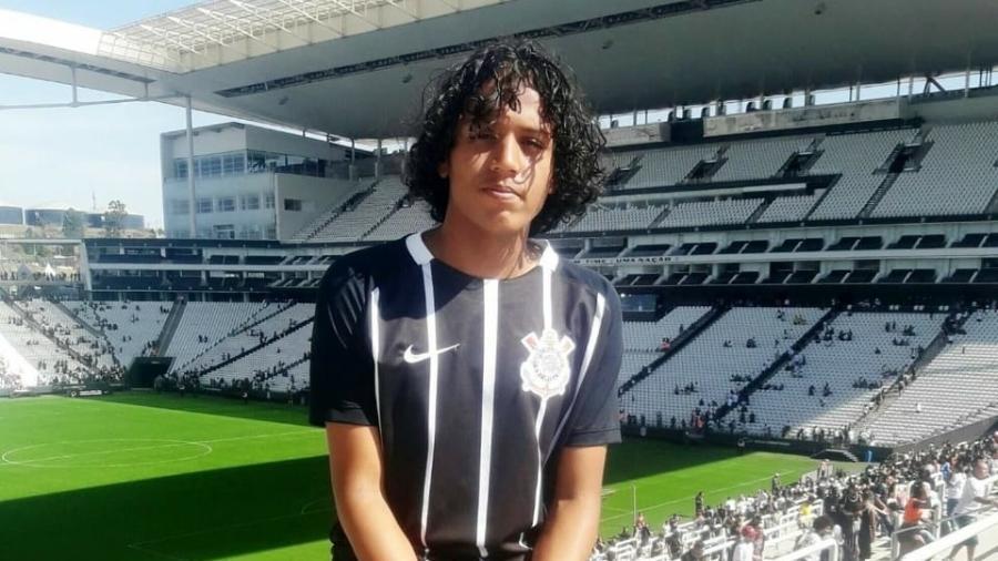 Apaixonado pelo Corinthians, Douglas será homenageado pelo clube com balões no jogo de amanhã, em Itaquera - Acervo pessoal