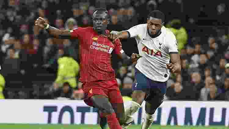 Tanganga tenta desarmar Mané, durante a partida entre Tottenham e Liverpool - Nick Taylor/Liverpool FC/Liverpool FC via Getty Images - Nick Taylor/Liverpool FC/Liverpool FC via Getty Images