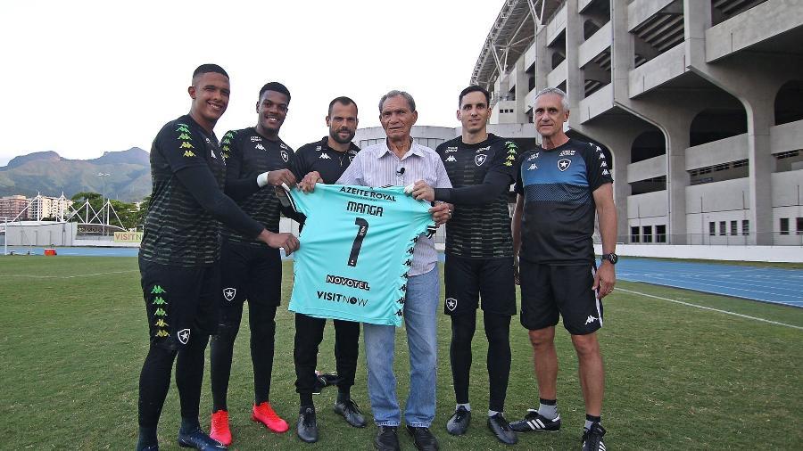 Manga com jogadores do Botafogo - Divulgação/Botafogo