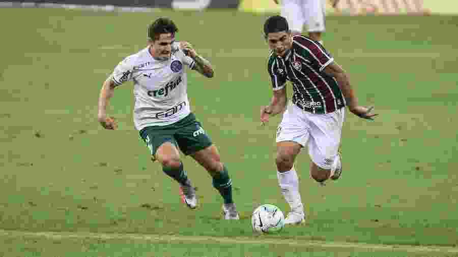 Michel Araújo entrou bem no Fluminense e colocou pulga atrás da orelha de Odair Hellmann - Lucas Merçon/Fluminense FC