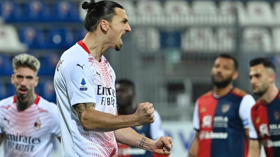 Ibrahimovic marcou os dois gols do Milan contra o Cagliari - ALBERTO PIZZOLI/AFP