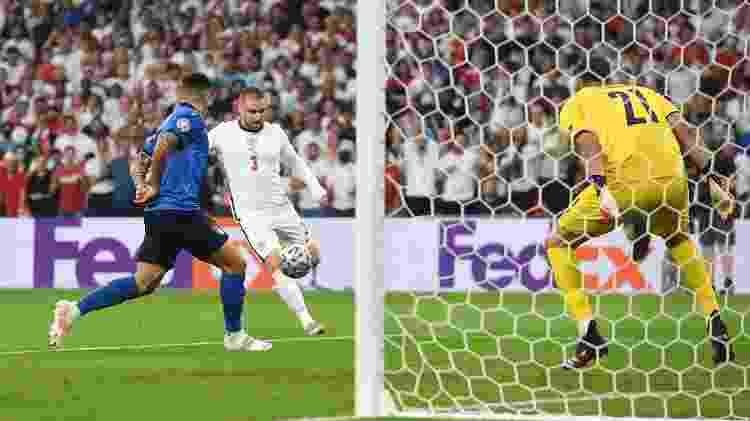 Luke Shaw recebeu cruzamento de Trippier e, de primeira, fuzilou ao gol de Donnarumma - Andy Rain - Pool/Getty Images - Andy Rain - Pool/Getty Images