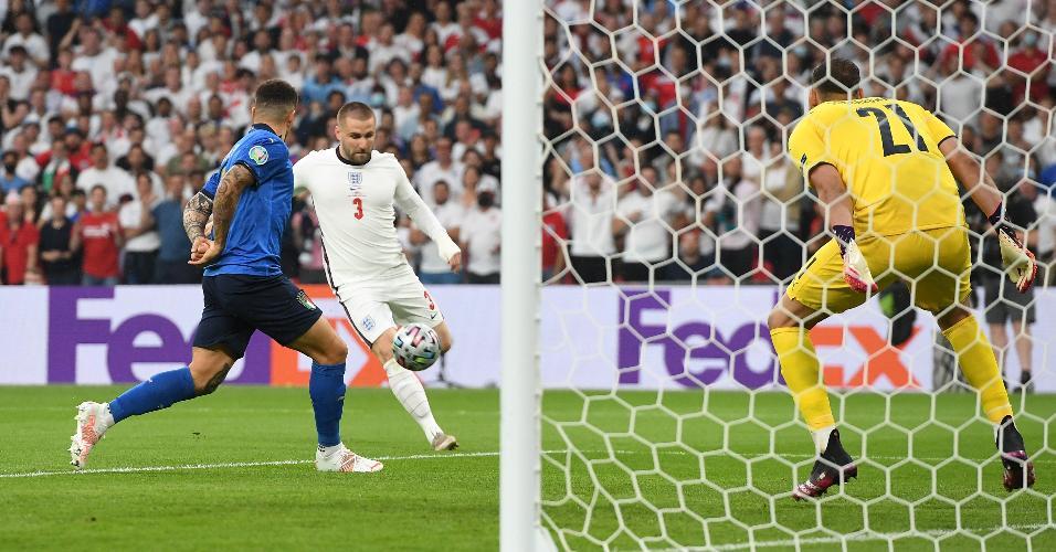 Luke Shaw recebeu cruzamento de Trippier e, de primeira, fuzilou ao gol de Donnarumma, abrindo o placar para a Inglaterra no 1° minuto de jogo