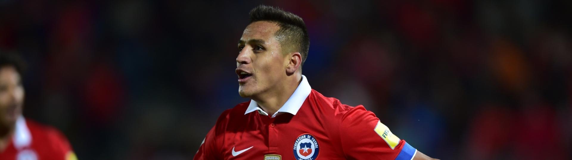 Atacante chileno Alexis Sánchez marca o segundo gol do Chile e sela a vitória sobre o Brasil nas Eliminatórias Sul-americanas para a Copa do Mundo de 2018