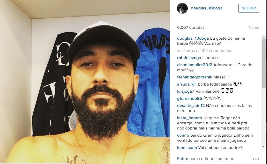 Douglas elogia a própria barba em foto no Instagram