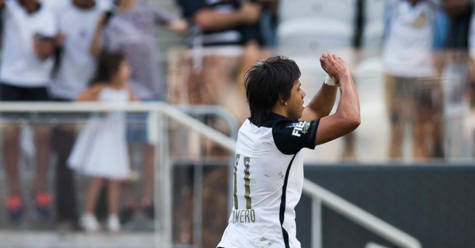 Romero comemora o primeiro gol do Corinthians sobre o Linense
