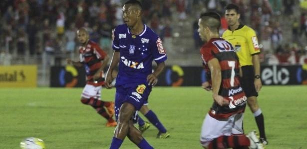 Mesmo sem jogar bem, Cruzeiro criou boas chances, mas pecou na hora de finalizar