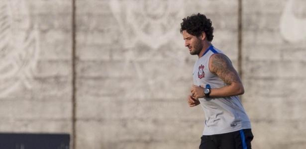 Pato foi contratado por R$ 40 mi, mas não rendeu o esperado no Corinthians