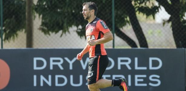 Leandro Donizete, volante do Atlético-MG, está fora do jogo com o Vitória