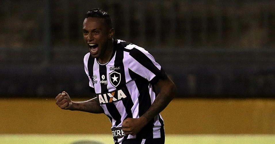 Gilson comemora gol pelo Botafogo