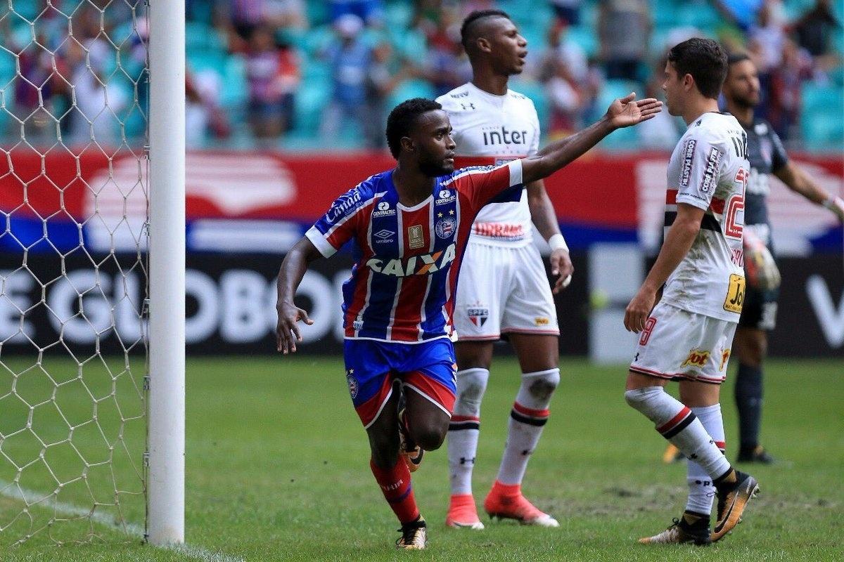Stiven Mendoza comemora gol do Bahia diante do São Paulo na Fonte Nova pelo Campeonato Brasileiro 2017