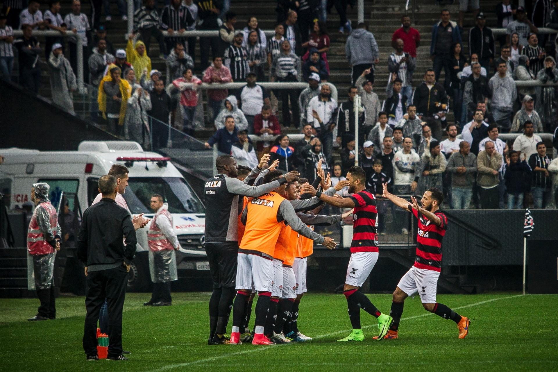 Vitória bate Corinthians e acaba com série invicta de 34 jogos do líder -  19 08 2017 - UOL Esporte 42bce33d9909a