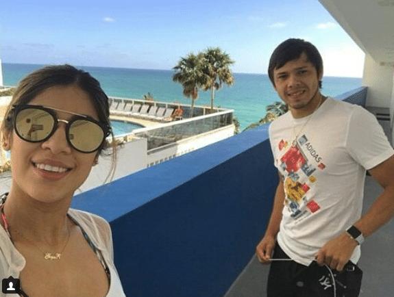 Romero, também do Corinthians, e a esposa estão aproveitando a Flórida. Eles já postaram fotos nos parques da Disney e nas praias de Miami (EUA).