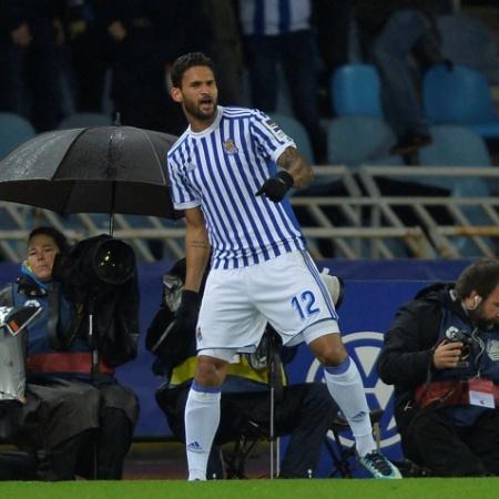 Willian Jose comemora gol contra o Barcelona - Vincent West/Reuters
