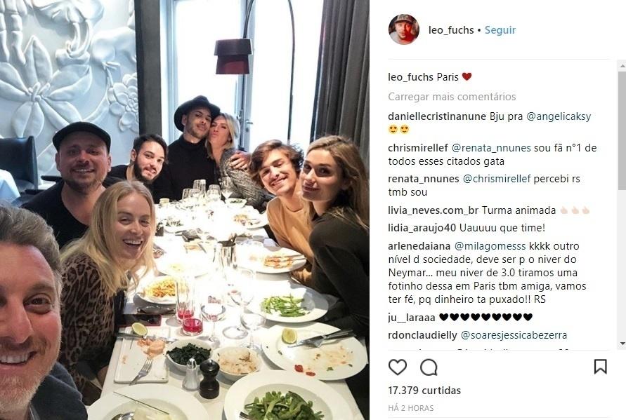 Luciano Huck aparece com Angélica e amigos em Paris