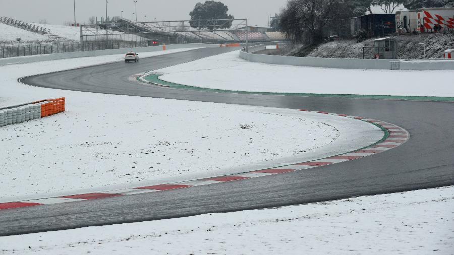 Neve no circuito de Montmelo, na Espanha - Albert Gea/Reuters