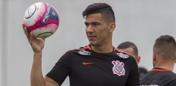 Depois de meses de negociação, Balbuena renovou contrato com o Corinthians em abril
