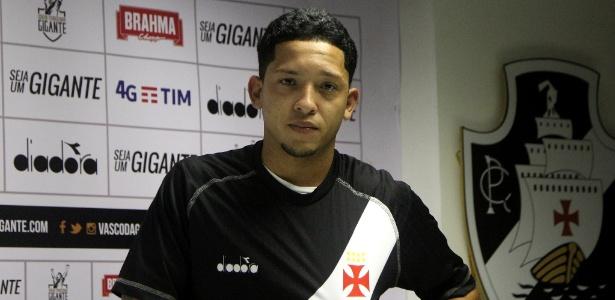 Lucas, de 21 anos, foi apresentado pelo Vasco nesta quarta-feira em São Januário