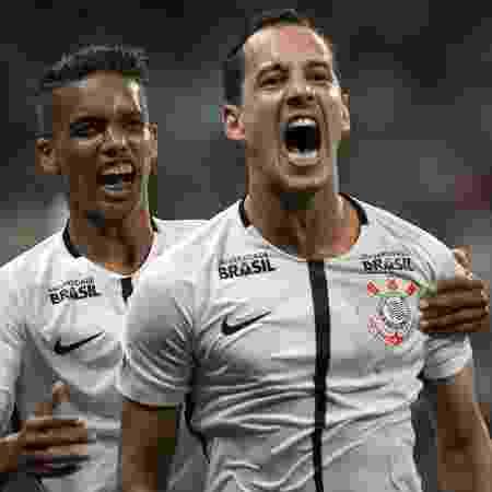 Rodriguinho comemora gol do Corinthians contra o São Paulo com Pedrinho - Daniel Vorley/AGIF - Daniel Vorley/AGIF