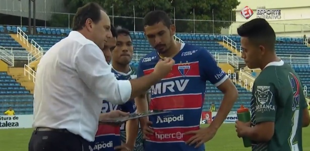 Rogério Ceni percebe presença de jogador rival e o convida para conferir instruções