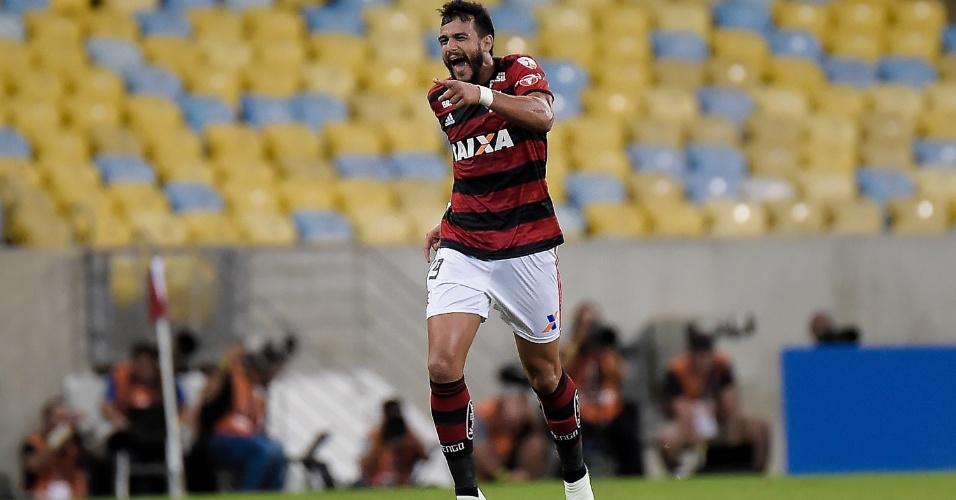 Henrique Dourado comemora gol do Flamengo diante do Santa Fé, pela Libertadores
