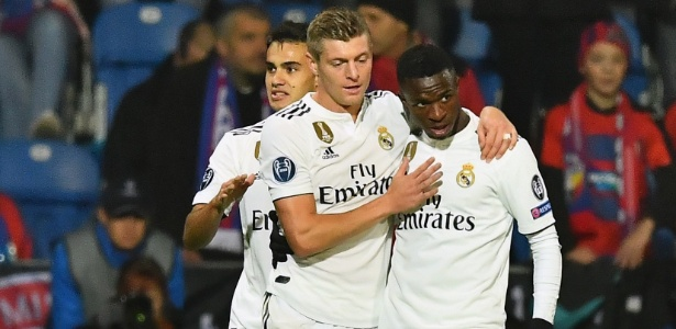 Toni Kroos e Vinicius Jr comemoram gol do Real Madrid