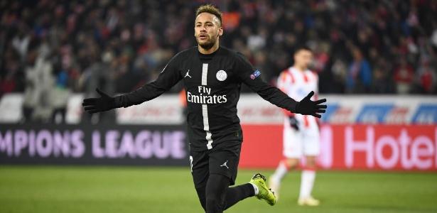 Neymar comemora gol do PSG contra o Estrela Vermelha - FRANCK FIFE / AFP
