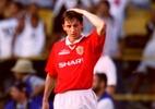 Neville lembra depressão após Mundial de 2000: