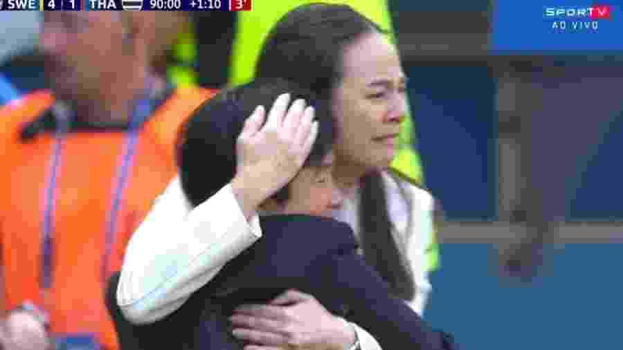 Nualphan Lamsam, da Tailândia, chora com gol da seleção na Copa do Mundo feminina - Reprodução/SporTV