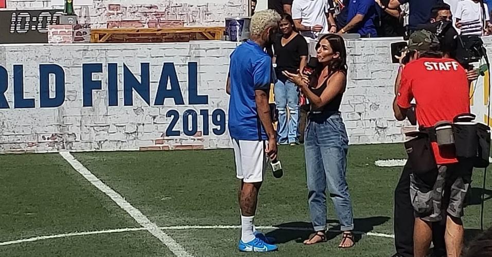 Neymar conversa com público em evento no instituto que leva o nome dele
