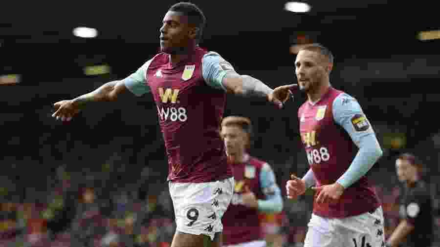 Wesley comemora gol do Aston Villa sobre o Norwich - Chris Radburn/Reuters