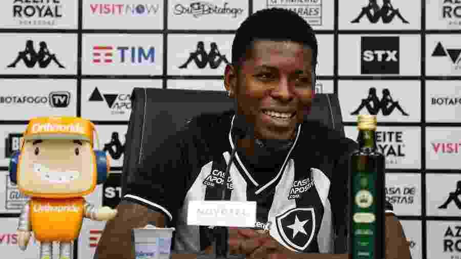 Gabriel Cortez foi apresentado como novo reforço do Botafogo - Vitor Silva/BFR