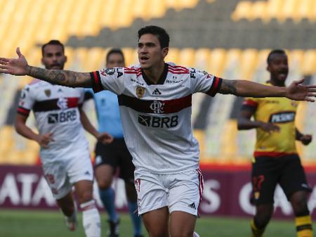 O campeão segue vivo! Flamengo vence fora e põe o pé nas oitavas -  22/09/2020 - UOL Esporte