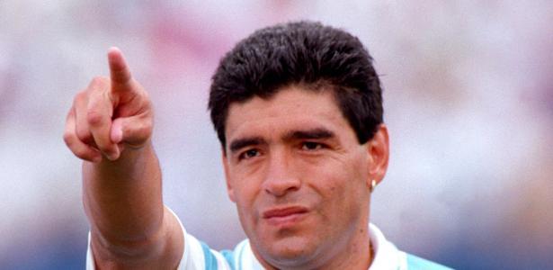 Arnaldo diz que 'torceu para a bola entrar' em chute histórico de Maradona