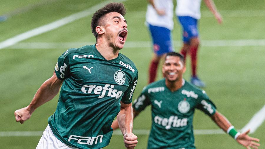 Willian comemora o primeiro gol do Palmeiras na partida contra o Bahia pelo Brasileirão - ANDERSON LIRA/FRAMEPHOTO/FRAMEPHOTO/ESTADÃO CONTEÚDO