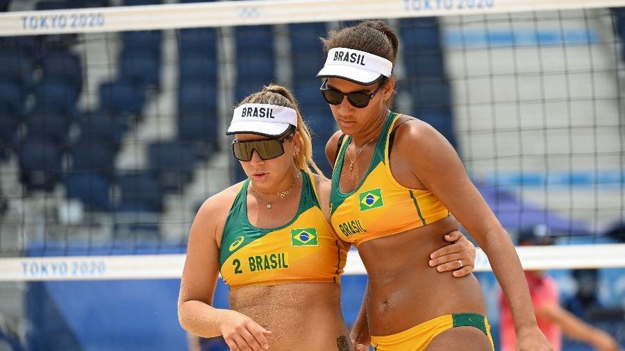 Ana Patrícia e Rebecca na estreia do vôlei de praia  - Angela WEISS / AFP